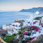 Car rental in Santorini: 5 useful tips to know when driving on the island
